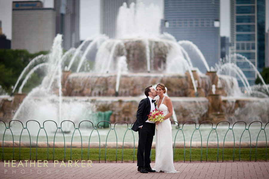 Buckingham Fountain Chicago wedding