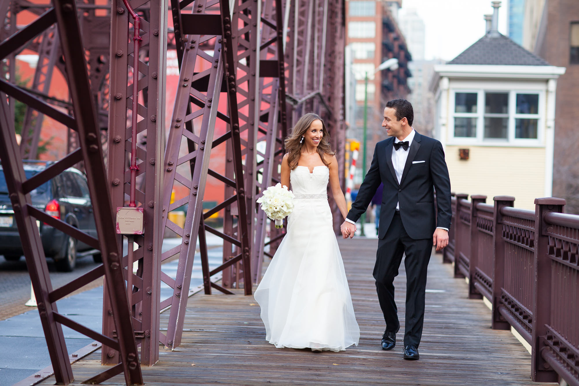 stylish timeless wedding photos in chicago